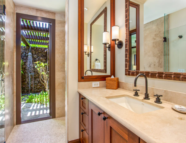 Hali'ipua 10 Guest bathroom view to outdoor shower
