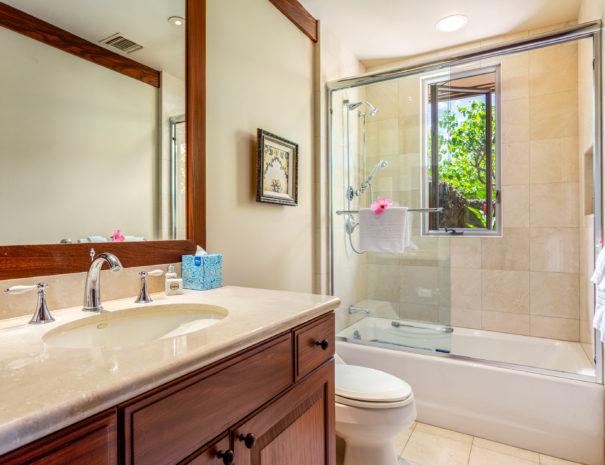 13. W KAH7 2nd Guest Bath
