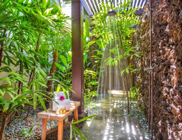 Outdoor shower in private garden of Hali'ipua 10 property